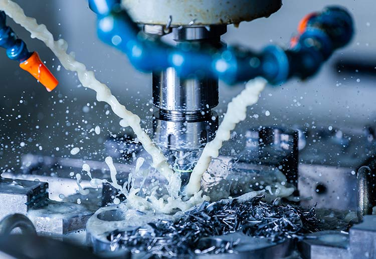 Milling a component in the CNC machine